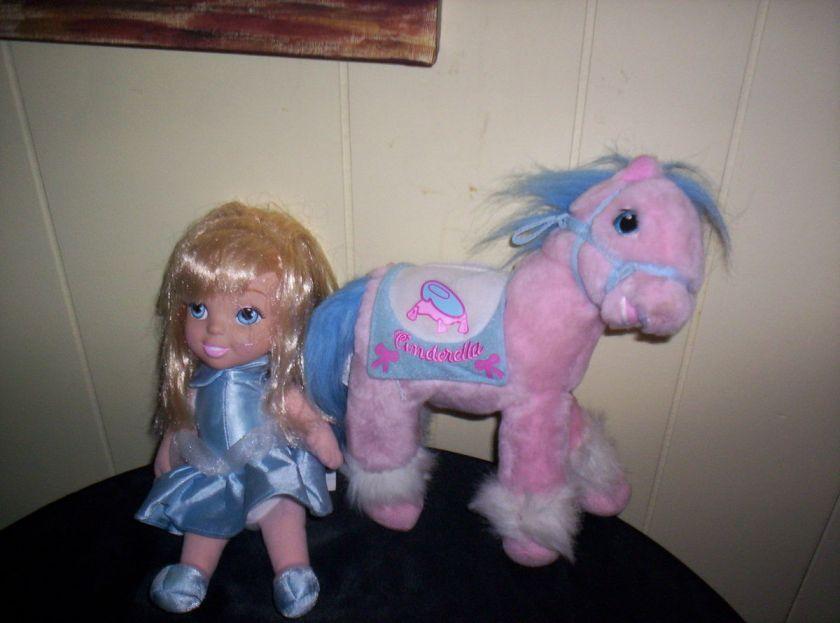 SET PLUSH CINDERELLA DOLL AND HORSE